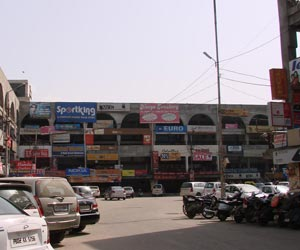 Shopping in Lawrence Road, Amritsar